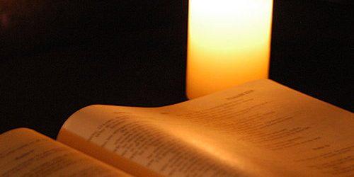 培育部-2019年7月至9月份主日學課程簡介 研讀新約《希伯來書》(上) 在新約聖經中,希伯來書可說是令人既欣賞又帶點抗拒的書卷。在文學上,希伯來書無疑是一卷傑作。學者普遍認同此書乃新約中修辭最美和結構最精妙的書卷。與此同時,此書在神學上卻甚為複雜,且猶太色彩甚濃。現代讀者對此書的掌握,普遍都不及其他的書信。培育部主日學將會用六個月的時間 (今年的7-12月),與弟兄姊妹一同查考希伯來書,在新約的這塊寶地中一同尋找屬靈寶藏。